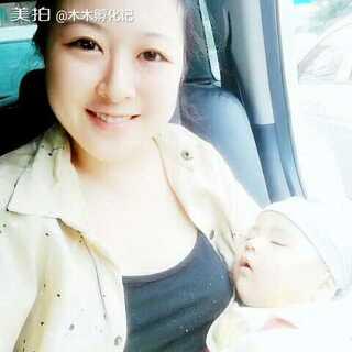 #宝宝##木木百睡图#在家哭闹了一天,晚上一个半小时哭一次,都是在我肩膀上睡着的,也不知道他怎么了。。早上带他出来,在车上终于露出了笑容,玩了一会终于能安稳的睡着了,这个出来才能好好睡觉的问题到底是怎么了?