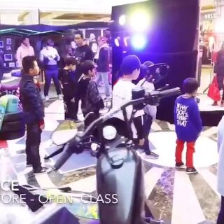 """#西宁街舞##西宁爵士舞##青海西宁km街舞#2017.12.16~17 KM DANCE 联合""""Pop-Up Store 复古集市""""推出为期两天的公开课程。感谢主办方,也感谢每位家长和同学的热心参与!😎✌🏻DO SOMETHING FOR YOUR CITY!!💥🔥让这个城市热起来!🙌🏻"""