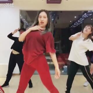 #舞蹈# 補發2017年最後一個視頻🔥#Run Me Dry#🔥#jero編舞# 未完待續哦!2018年我會有更多新作~😘😘😘@广州TOUCH舞团 @舞蹈频道官方账号 @佛山TOUCH街舞培训