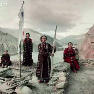 【亚洲最神秘的古老王国,保留了藏传文化,却不属于中国】在西藏与尼泊尔的边境处,有一个神秘的王国叫木斯塘,它深藏于喜马拉雅山脉的隐秘之地,木斯塘在古代曾是独立的王国,18世纪被尼泊尔吞并,直到1992年才开放给国外游客,现在是尼泊尔的一个县#旅行##西藏##尼泊尔#