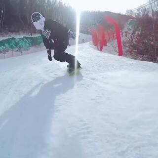 滑雪就是玩的速度与激情😜🤘🏻#运动##单板滑雪#