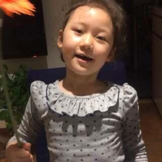 #随手美拍##宝宝学英语##魔力耳朵.21天跟读训练营#第10期 Day6:花儿💐开了好美丽!