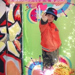 #kfc复古disco挑战##舞蹈##宝宝#周末在南京下课赶高铁前在商场现学现拍了个,本来看的另外一个版本,对比更喜欢阔少老师的😄由于赶时间没办法多拍几遍挑了,宝嫌拍的不满意,不打算上传的,早上奶奶看到了,说还可以的上传上传🤭不管了,反正再不好你们都是爱乖宝的🤣赞转评关走起🤗