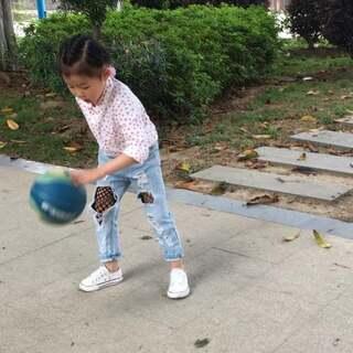 2018.04.05,日常,公园拍球,#逛拍##@美拍助手我要上热门##莉莉成长,4岁7+m9#