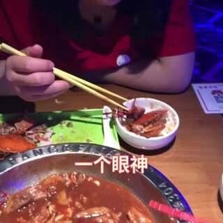 我其实就想吃个螃蟹而已#精选##搞笑##我要上热门#@美拍精选官方账号 @美拍小助手
