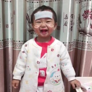 她可能想做家务,又觉得房间不够乱??#宝宝##精选##葫芦狗的日常#