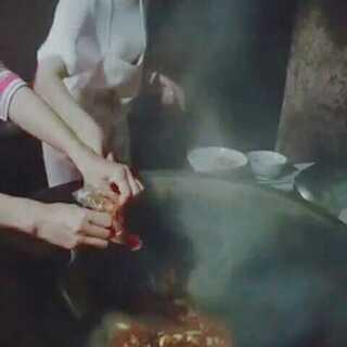 #我要吃肉肉##美食##热门##音乐#@美拍小助手水煮鱼@韩三妹美食#四川泸州美食,回乡下感觉真好,我是大山里孩子永远爱你你我的大山,我的家乡,想你们了。
