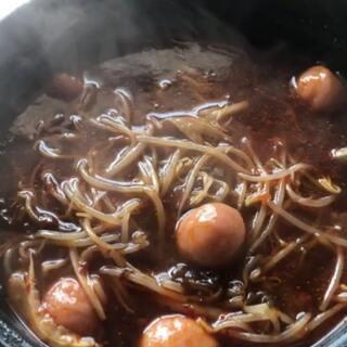 今天吃过桥米线,一定要单放麻油辣椒和醋在自己的小碗里,有没有也喜欢这样放的@美拍小助手 #美食##吃货##我要上热门#