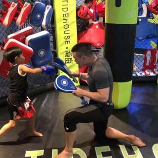 小王拳王的第一节课哦 可能成为人生一大课 加油👊#运动##拳击##宝宝##天津#