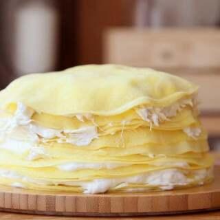 好吃的停不下来的超薄榴莲千层蛋糕,饼皮又薄又软,和榴莲肉鲜奶层层叠架,特别的好吃,同时祝所有妈妈母亲节快乐,关注+转评赞抽一位小伙伴送出超好吃的榴莲#星意盒你说##美食##甜品#