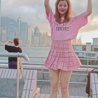 我把美拍的#魔性dura舞#跳到了香港,猜猜这是哪里???这条视频一定会火,因为……得大妈者得天下????#舞蹈##精选#@美拍小助手 @舞蹈频道官方账号