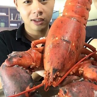 #热门##吃秀#大龙虾吃起来确实爽,肉多,就是太费劲了,钳子,铁锤都没用😅来,没吃的一起吃,我带个菜#美食#@美拍小助手 @美拍每日精选 @美拍精彩合集 @玩转美拍