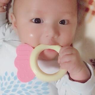 天天吃手现在改成吃玩具了😂#宝宝#