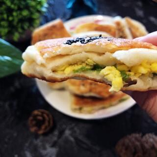 #美食##葱花火腿鸡蛋饼#做法简单,特别好吃!当早餐吃棒棒哒!赶紧做起来吧!